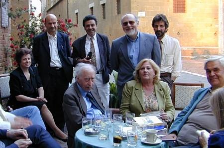 Da sinistra: Alfiero Petreni e Signora, Marco Marchi, Mario Specchio, Marco Del Ciondolo, Mario Luzi, Cristina Naldi ed il poeta Elio Fiore (anno 2000)