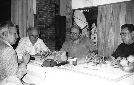Da sinistra: Carlo Fini, Mario Luzi, Mario Specchio, Don Fernaldo Flori (1987)